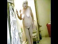 krasno! Špijuniranje moje vroče babica v kopalnici