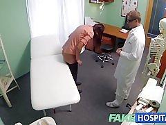 Fakehospital kratek las hottie je brez zavarovanja